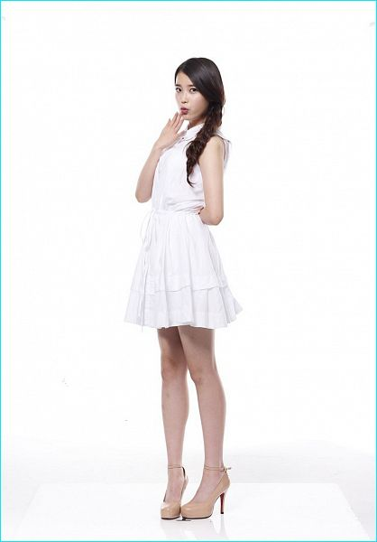 Tags: K-Pop, IU, White Outfit, High Heels, Sleeveless Dress, Light Background, Braids, White Background, Brown Footwear, White Dress, Bare Shoulders, Sleeveless