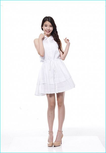 Tags: K-Pop, IU, Sleeveless, Single Braid, White Outfit, High Heels, Sleeveless Dress, Light Background, Braids, White Background, Brown Footwear, White Dress