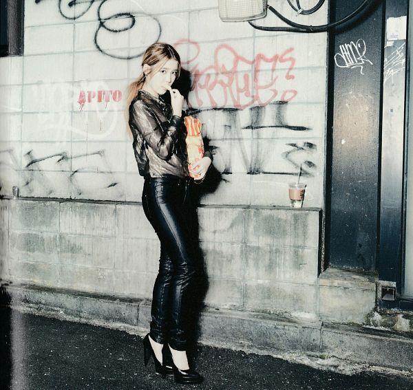 Tags: K-Pop, IU, Eating, Hair Up, Ponytail, Food, Walking, Road, Black Pants, High Heels, Self Scanned, Modern Times