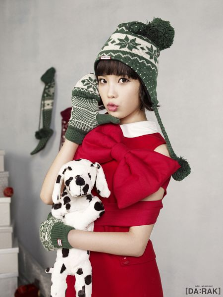 Tags: K-Pop, IU, Stuffed Toy, Red Dress, Toy, Bow, Gloves, Red Bow, Hat, IU 2012 Calendar, Android/iPhone Wallpaper