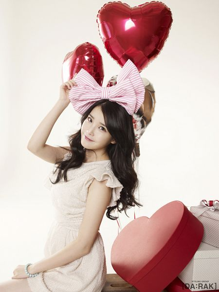 Tags: K-Pop, IU, White Outfit, Gift, White Dress, Balloons, Heart, Android/iPhone Wallpaper, IU 2012 Calendar