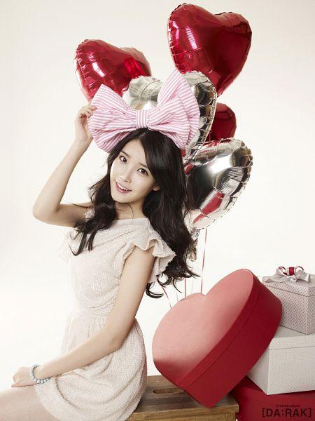 Tags: K-Pop, IU, White Outfit, Gift, White Dress, Balloons, Heart, IU 2012 Calendar, Android/iPhone Wallpaper