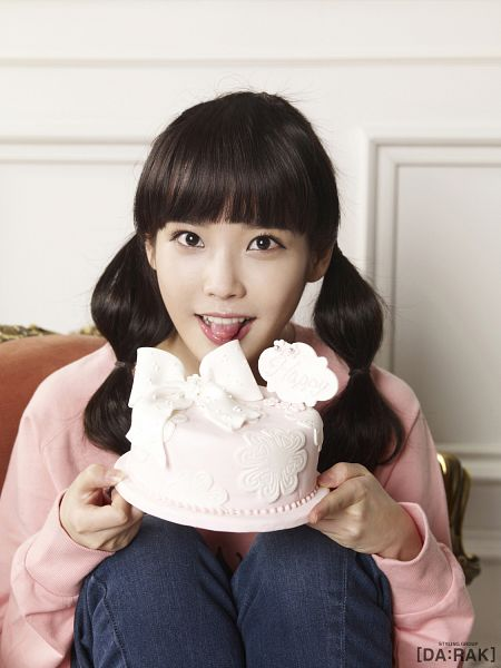 Tags: K-Pop, IU, Twin Tails, Cake, Jeans, Pink Shirt, Sweets, Android/iPhone Wallpaper, IU 2012 Calendar