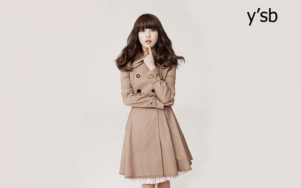 Tags: K-Pop, IU, Crossed Arms, Ring, Gray Background, Coat, Ysb, Wallpaper