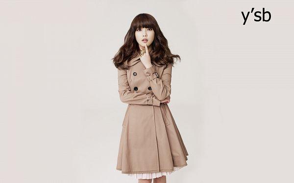 Tags: K-Pop, IU, Crossed Arms, Ring, Gray Background, Coat, Ysb, Wallpaper