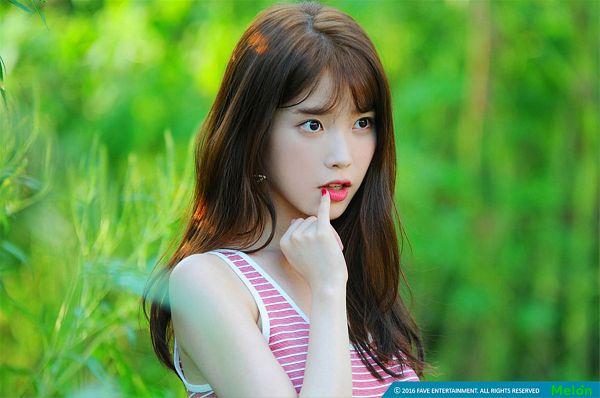 Tags: K-Pop, IU, Make Up, Striped Shirt, Plant, Blush (Make Up), Striped, Black Eyes, Nail Polish, Wallpaper