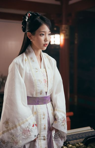 Tags: K-Drama, K-Pop, IU, White Outfit, Traditional Clothes, White Dress, Lamp, Korean Clothes, Belt, Hair Ornament, Android/iPhone Wallpaper, Moon Lovers: Scarlet Heart Ryeo
