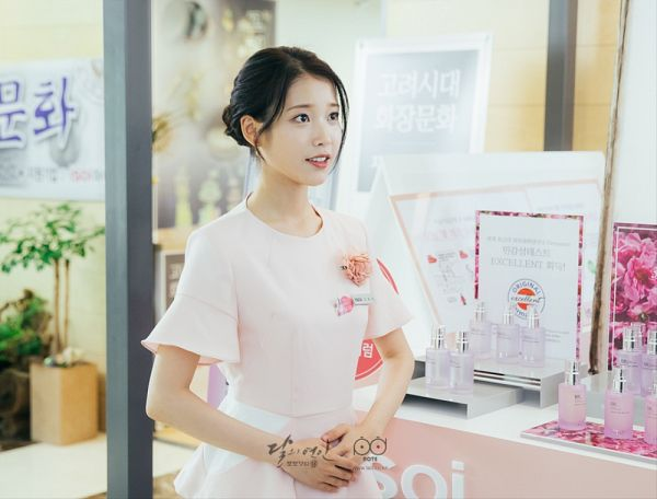 Tags: K-Pop, K-Drama, IU, Single Bun, Standing, Pink Dress, Dress, Hair Buns, Pink Outfit, Hair Up, Moon Lovers: Scarlet Heart Ryeo