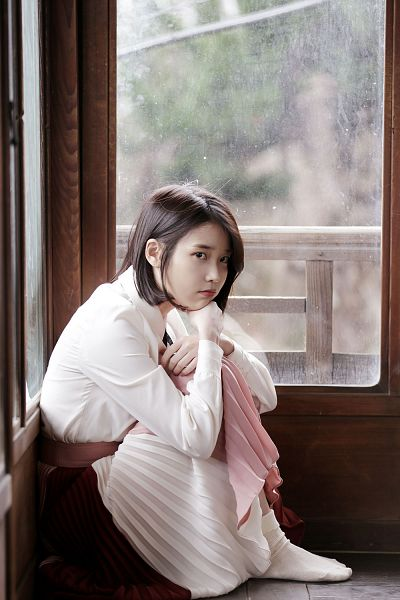 Tags: K-Pop, Through the Night, IU, Sitting, White Legwear, Short Hair, Skirt, Bent Knees, Android/iPhone Wallpaper, Palette