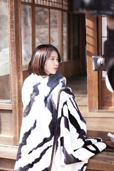 Tags: K-Pop, Through the Night, IU, Bent Knees, Sitting, Blanket, Short Hair, Palette, Android/iPhone Wallpaper