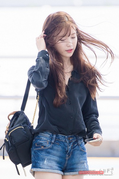 Tags: K-Pop, IU, Phone, Necklace, Bag, Standing, Airport, Jeans, Looking Down, Wind, Backpack, Smartphone