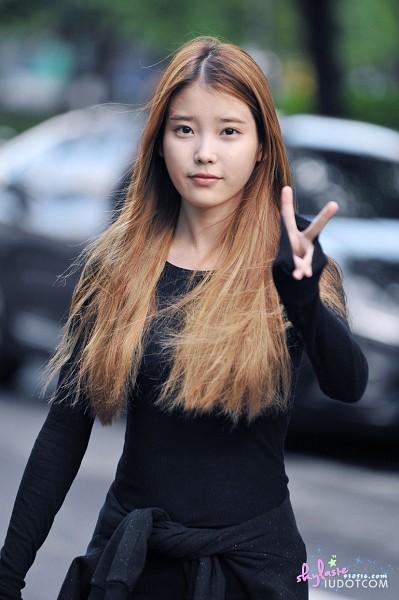 Tags: K-Pop, IU, Blonde Hair, Standing, Black Shirt, V Gesture, Blue Shirt, Wind, Car