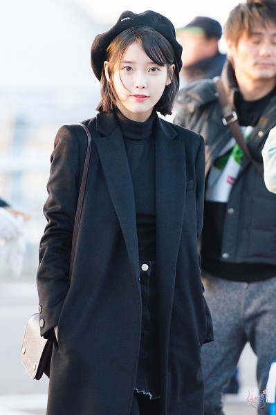 Tags: K-Pop, K-Drama, IU, Hand In Pocket, Black Outerwear, Black Shirt, Coat, Airport, Hat, Black Outfit, Skirt, Bag