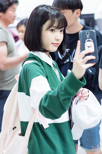 Tags: K-Pop, IU, Phone, Medium Hair, Bag, Backpack, Green Shirt, Hat, Hat Off, Looking at Phone, Mobile Wallpaper