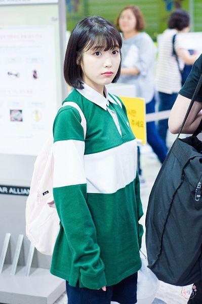 Tags: K-Pop, IU, Medium Hair, Green Shirt, Backpack, Standing, Bag, Android/iPhone Wallpaper