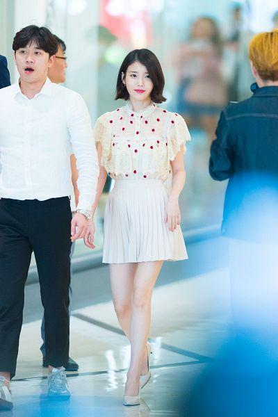 Tags: K-Pop, IU, Skirt, White Skirt, Walking, Red Lips, Full Body, Short Sleeves, Medium Hair, Spotted, High Heels, Spotted Shirt