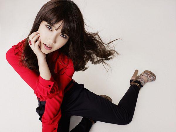 Tags: K-Pop, IU, Red Shirt, Black Pants, Nail Polish, Ring, Ysb