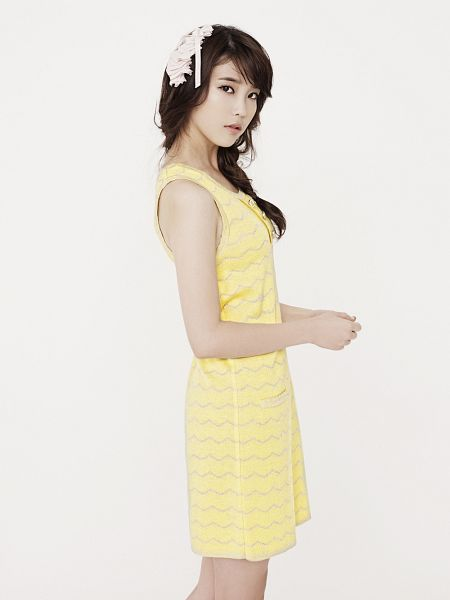 Tags: K-Pop, IU, Braids, Yellow Outfit, Yellow Dress, Android/iPhone Wallpaper, Ysb