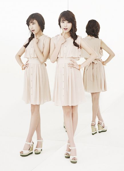 Tags: K-Pop, IU, Mirror, Glass, White Outfit, Sleeveless Dress, White Dress, Braids, Sleeveless, Ysb, Android/iPhone Wallpaper