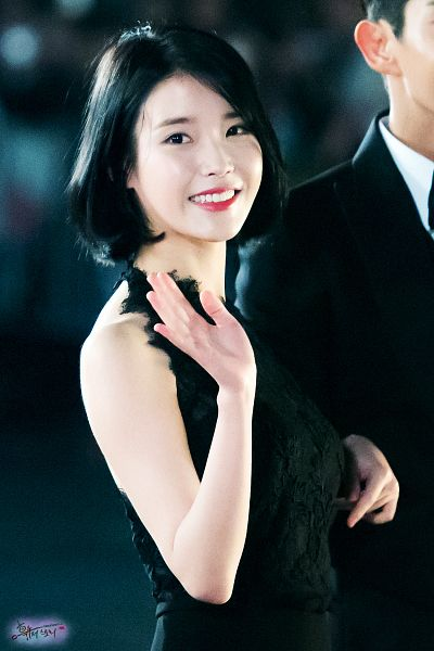 Tags: K-Pop, IU, Black Jacket, Arm In Arm, Suit, Black Eyes, Black Dress, Sleeveless Dress, Black Outerwear, Medium Hair, Looking Ahead, Bare Shoulders