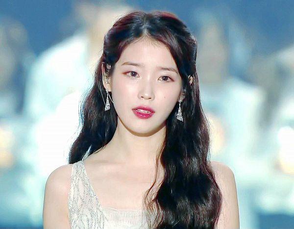 Tags: Loen Entertainment, K-Pop, IU, Crying
