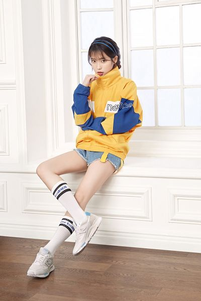 Tags: Loen Entertainment, K-Pop, IU, Shorts, Denim Shorts, Window, Jeans, Serious, Blue Shorts, Sneakers, Yellow Shirt, Shoes