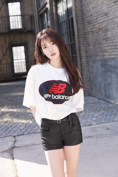 Tags: Loen Entertainment, K-Pop, IU, Shorts, Black Shorts, Pink Shirt, New Balance