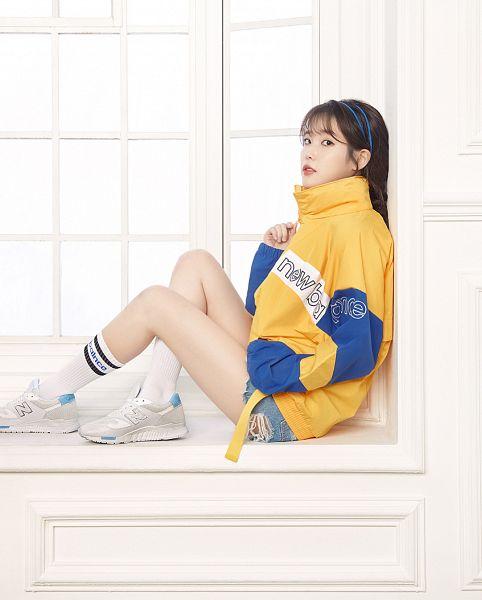 Tags: Loen Entertainment, K-Pop, IU, Shoes, Window, Socks, Denim Shorts, Shorts, Blue Shorts, Sneakers, Jeans, Red Lips