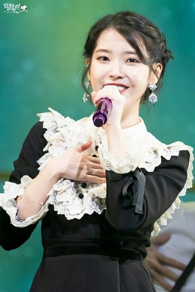 Tags: K-Pop, IU, Buttons, Black Outfit, Green Background, Holding Object, Hand On Chest, Ring, Black Dress, Lace