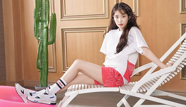 Tags: K-Pop, IU, Short Sleeves, Socks, Red Shorts, Sun Lounger, Shorts, Serious, Chair, Plant, Sneakers, Shoes