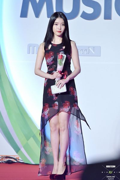 Tags: K-Pop, IU, Looking Ahead, Flower, Red Carpet, Shoes, Red Flower, High Heels
