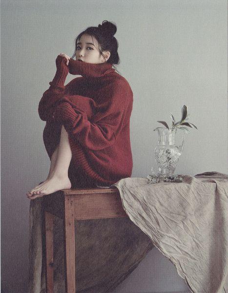 Tags: K-Pop, IU, Sitting On Table, Hug, Self Hug, Table, Red Lips, Covering Mouth, Gray Background, Hair Up, Bare Legs, Single Bun
