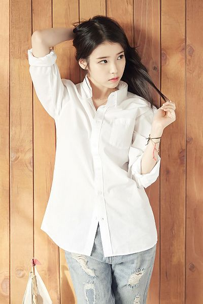 Tags: K-Pop, IU, Hand In Hair, Looking Away, Brown Background, Jeans, Bracelet, Unionbay, Android/iPhone Wallpaper
