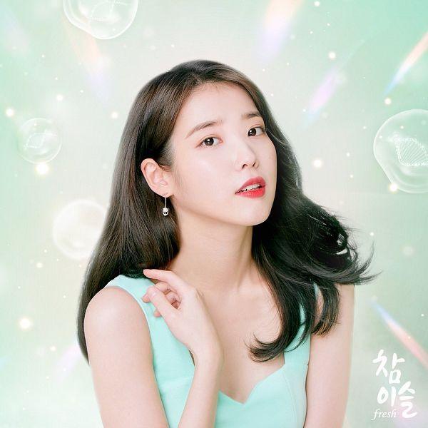 Tags: K-Pop, IU, Serious, Sleeveless, Korean Text, Sleeveless Shirt, Green Shirt, Bare Shoulders, Chamisul