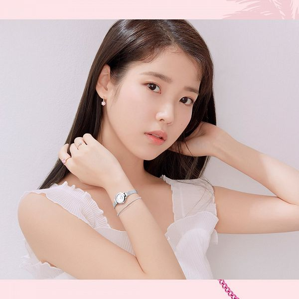 Tags: K-Pop, IU, Facial Mark, Watch, Serious, Wristwatch, Mole, Ring, Bracelet, J.Estina