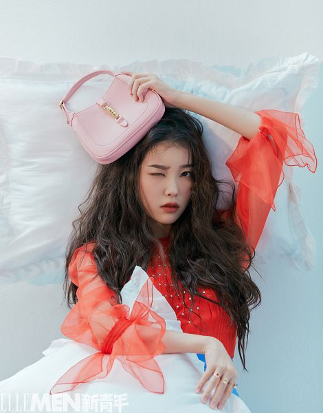 Tags: K-Pop, IU, Make Up, Pillow, Chinese Text, Blush (Make Up), Wink, Bag, Ring, Red Outfit, Red Dress, Serious