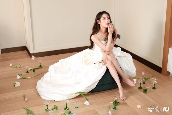 Tags: K-Pop, IU, Barefoot, Crossed Legs, White Dress, Glass (Cup), Flower, Bare Shoulders, White Outfit, Cup, Chamisul