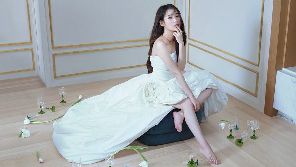 Tags: K-Pop, IU, Glass (Cup), Bare Shoulders, White Outfit, Cup, Barefoot, Serious, White Dress, Chamisul