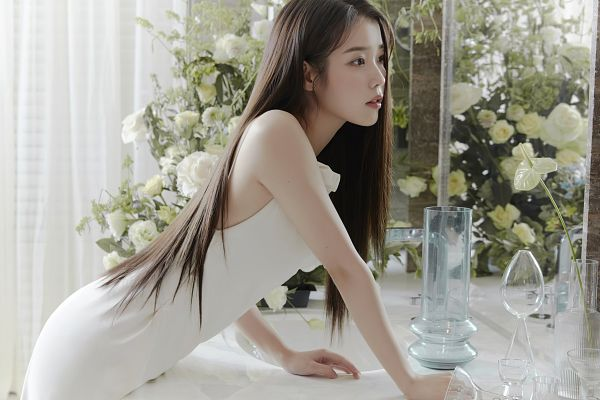 Tags: K-Pop, IU, Serious, Bend Over, Glass (Cup), Flower, Table, White Flower, White Outfit, Cup, White Dress, Vase