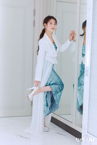 Tags: K-Pop, IU, Blush (Make Up), Leg Up, Ring, White Jacket, White Outerwear, Shoes, Blue Outfit, Mirror, Red Lips, Hair Up