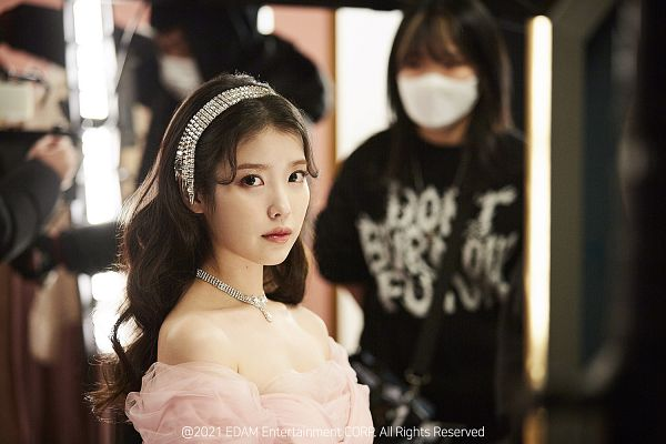 Tags: K-Pop, Celebrity, IU, Bare Shoulders, Serious, Necklace, Pink Outfit, Pink Dress, Wallpaper, HD Wallpaper