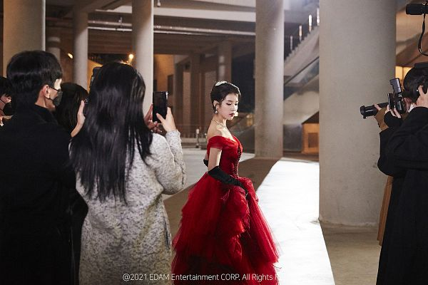 Tags: K-Pop, Celebrity, IU, Gloves, Red Outfit, Red Dress, Black Gloves, Column, Long Gloves, Hair Up, Gown, Red Lips