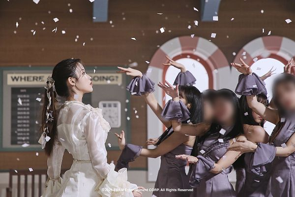 Tags: K-Pop, IU, Group, White Outfit, Side View, Confetti, White Dress, Lilac