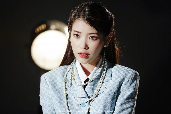 Tags: K-Pop, Coin (IU), IU, Dark Background, Necklace, Black Background, Tie, Blue Outerwear, Make Up, Spotlight, Blue Jacket