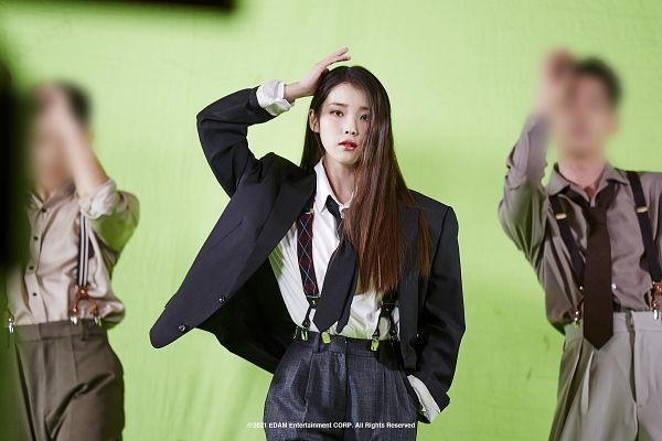 Tags: K-Pop, Coin (IU), IU, Tie, Serious, Green Background, Black Pants, Suspenders, Hand In Pocket, Red Lips, Suit, Dancing