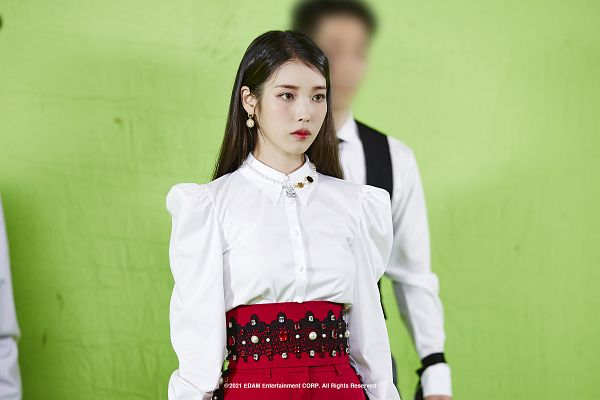 Tags: K-Pop, Coin (IU), IU, Serious, Green Background, Red Pants, Red Lips, Wallpaper, HD Wallpaper