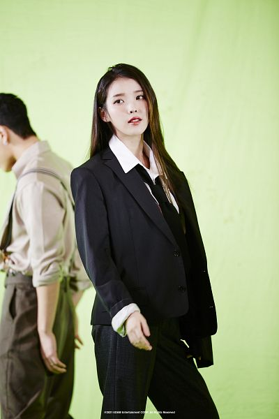 Tags: K-Pop, Coin (IU), IU, Suit, Green Background, Tie, Black Pants
