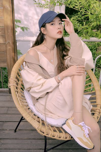 Tags: K-Pop, IU, Watch, Necklace, Serious, Wristwatch, Hat, Hand On Leg, Hand On Knee, Chair, Ring, Anklet