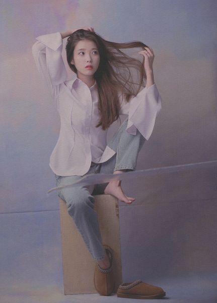 Tags: K-Pop, IU, Jeans, Blue Pants, Hand In Hair, Shoeless, Lilac