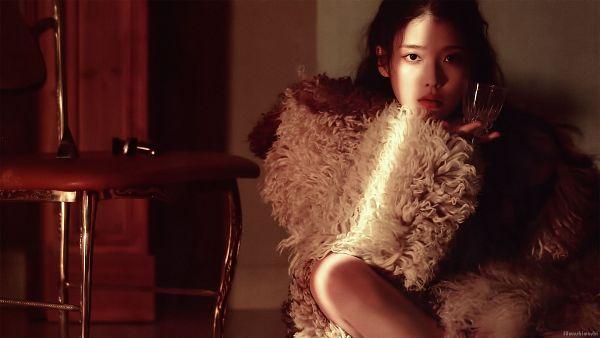 Tags: K-Pop, IU, Cup, Serious, Fur, Fur Trim, Glass (Cup), Table, Lilac